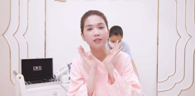 Ngọc Trinh quấn khăn gợi cảm, khoe trải nghiệm công nghệ tắm trắng mới - 6