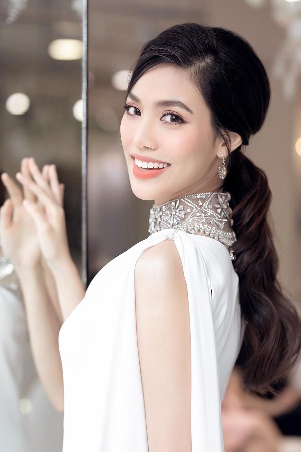 Từ sau khi kết hôn với doanh nhân Tuấn John, Lan Khuê kín tiếng và hạn chế tham gia hoạt động nghệ thuật. Cô dành thời gian chăm sóc gia đình và gây chú ý với cuộc sống sung túc qua những hình ảnh được đăng tải trên trang cá nhân.