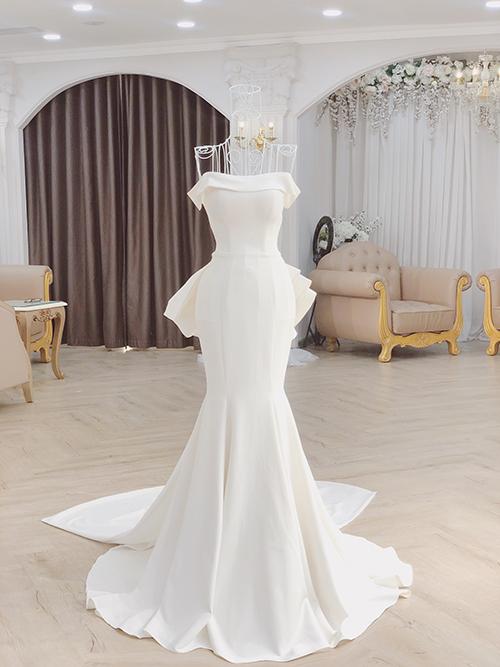 Linh Nga Bridal - thương hiệu thời trang mà Joyce Phạmtìm đếnxác nhận với Ngoisao.net rằng ái nữ của đại gia Minh Nhựa đã chọn được ngày lành tháng tốt và bộ váy cưới mơ ước.