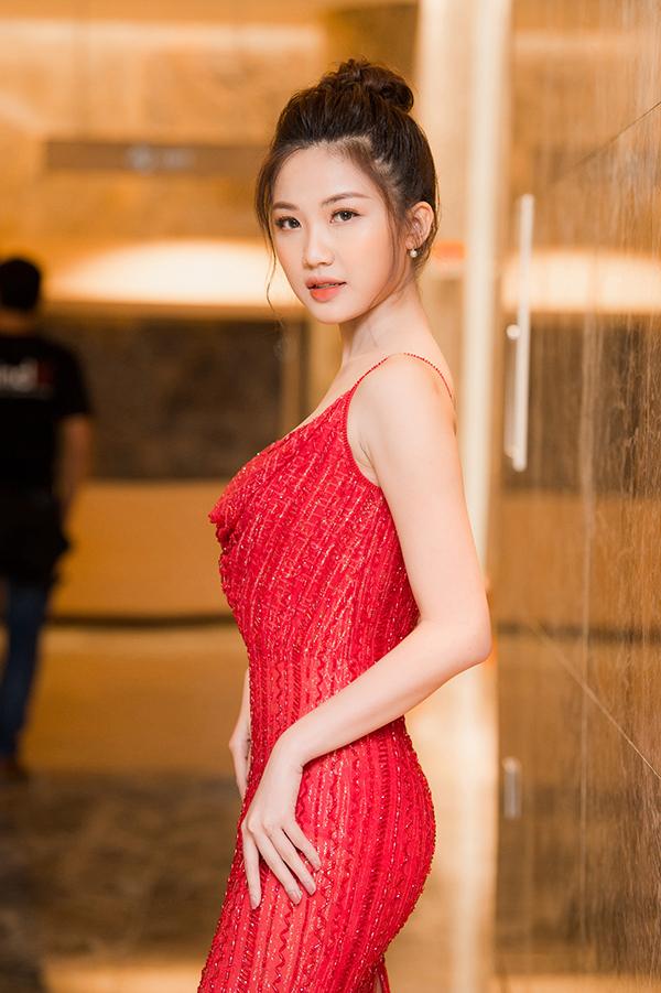 Diễn viên trẻ Lương Thanh vào vai tiểu tam cố tình phá hoại hạnh phúc của người khác. Cô từng được biết đến với các vai hiền lành trong Cả một đời ân oán và Những cô gái trong thành phố.