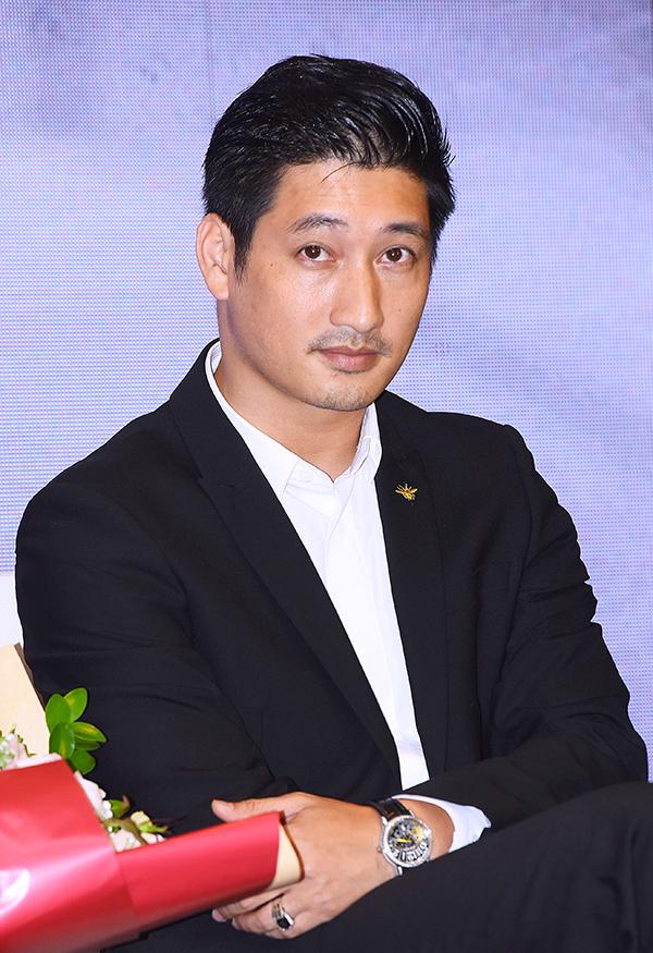 Diễn viên Ngọc Quỳnh đảm nhận vai nam chính. Anh đã chuẩn bị tinh thần cho việc bị ném đá khi phim lên sóng vì vào vai người chồng bội bạc.