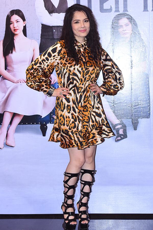 Diễn viên Kiều Thanh tái xuất màn ảnh với một vai thứ trong Bông hồng trên ngực trái sau nhiều năm tạm ngừng việc đóng phim. Cô cho biết, vai này không c