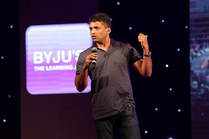 Byju Raveendran giới thiệu về ứng dụng Think & Learn. Ảnh: Moneycontrol.