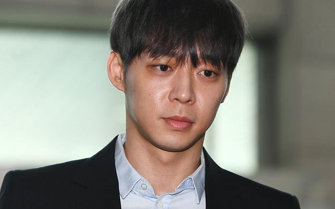 Chân dung nam ca sĩ Park Yoo Chun.
