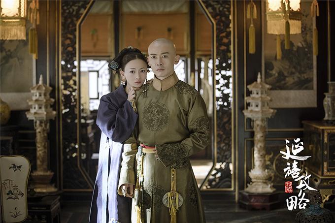 Ngô Cẩn Ngôn (trái) vào vai cung nữ Ngụy Anh Lạc, về sau là Lệnh phi của vua Càn Long do Nhiếp Viễn thủ vai trong Diên Hy công lược.