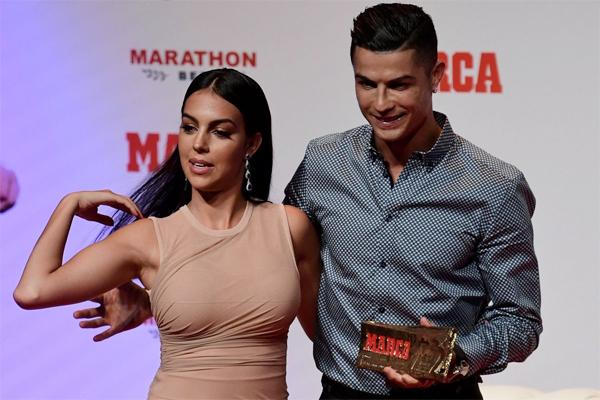 Tuy nhiên cả C. Ronaldo và bạn gái đều không lên tiếng xác nhận hay bác bỏ nghi vấn.