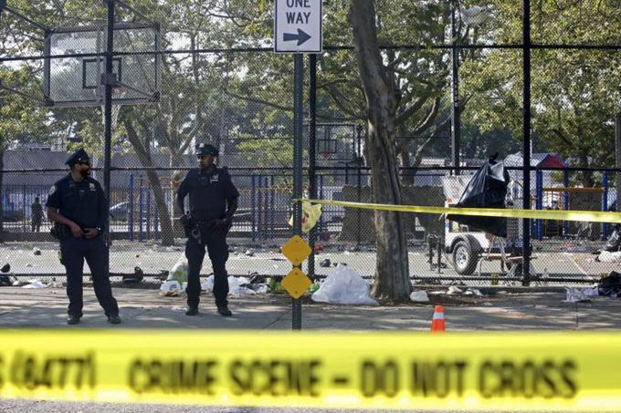 Cảnh sát phong tỏa hiện trường vụ xả súng ởđường Brownsville thuộc khu dân cư Brooklyn, New York