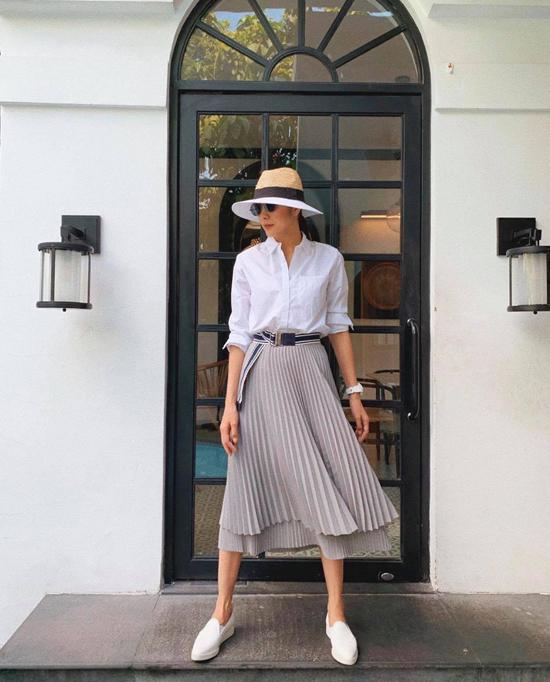 Trung thành với phong cách thanh lịch và hiện đại, đồ đơn sắc luôn là người bạn đồng hành lý tưởng của Tăng Thanh Hà khi xuống phố, đi làm việc và đi du lịch.