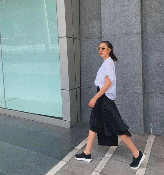 Từ phong cách thời trang yêu thích của Tăng Thanh Hà, chị em U40 có thể học hỏi để giúp mình lão hóa ngược thành công, nhưng không mang tiếng cưa sừng làm nghé.