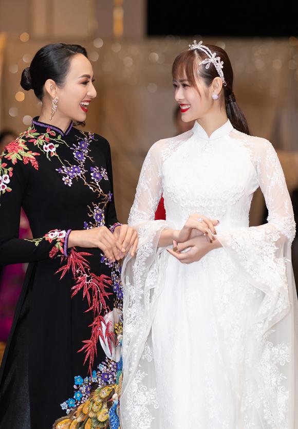 Hai bà mẹ đơn thân xinh đẹp đều đảm nhận vai trò quan trọng trong buổi giới thiệu bộ sưu tập mới mang tên Bức thư tình số 1.