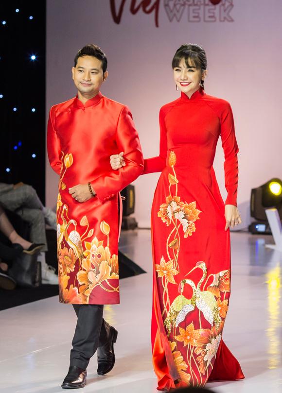 Cô bồi hồi nhớ lại ngày thành hôn khi mặc áo dài đỏ sóng đôi ông xã Huỳnh Đông.
