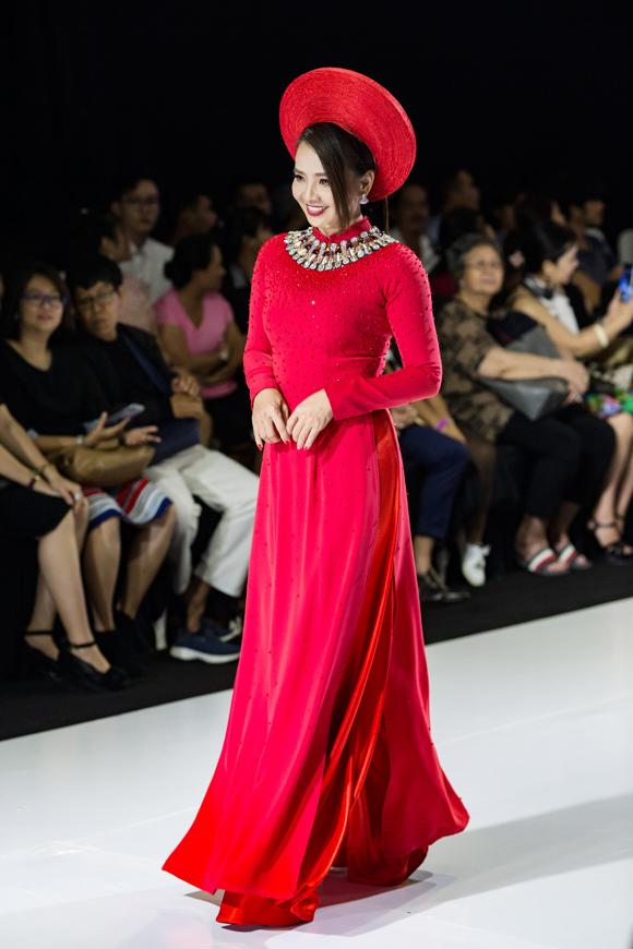 Ở tuổi 45, diễn viên Người đẹp Tây Đô Hoài An vẫn giữ được nhan sắc tươi trẻ.