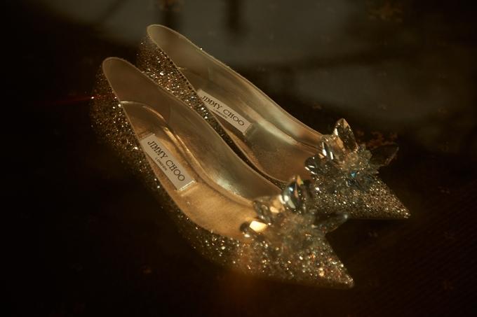 Đàm Thu Trang sử dụng giày Lọ Lem 5.000 USD trong tiệc cưới - 1