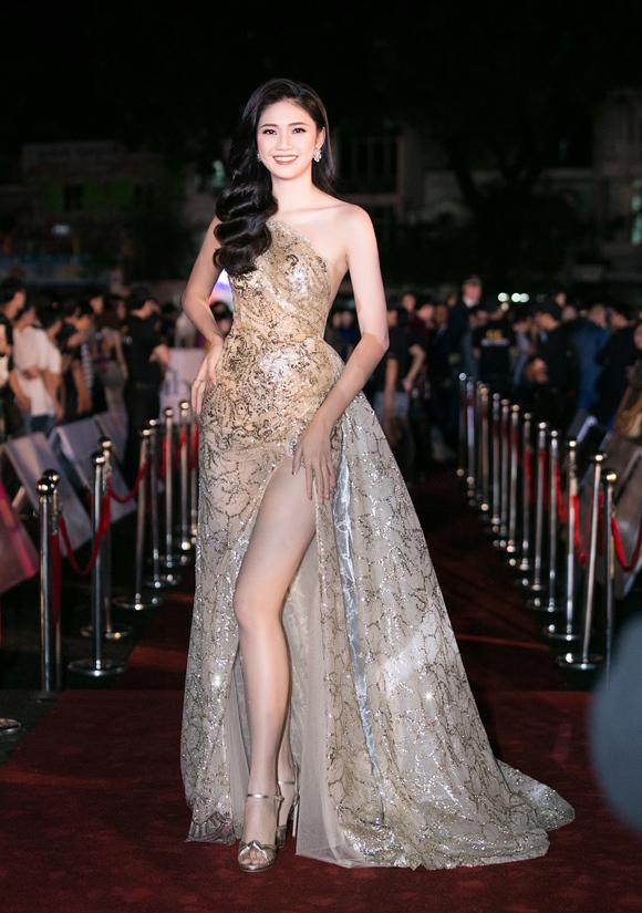 Sao Việt chuộng phong cách ánh kim
