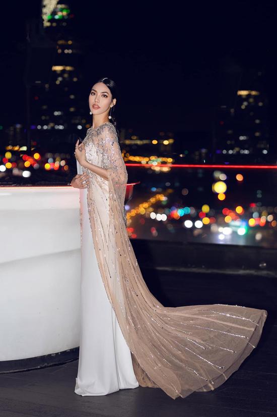 Trong thời gian mang thai, Lan Khuê không tham gia quá nhiều hoạt động của showbiz Việt. Nhưng mỗi khi xuất hiện, cô đều nhận được những lời khen có cánh từ khán giả hâm mộ và bạn bè đồng nghiệp.