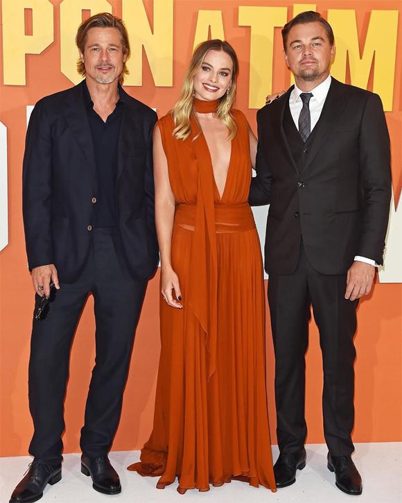 Nữ diễn viên tới buổi chiếu phim ở London cùng hai bạn diễn Brad Pitt và Leonardo DiCaprio.