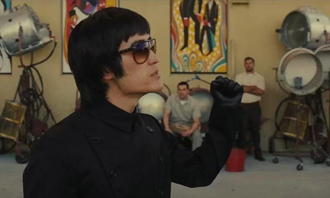 Lý Tiểu Long được tái hiện bởi diễn viên gốc Á Mike Moh.