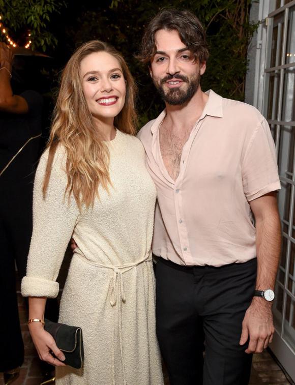 Elizabeth Olsen và bạn trai Robbie Arnett.