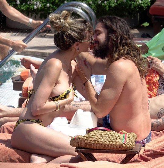 Heidi Klum mặc bikini gợi cảm, tình tứ hôn nam ca sĩ Tom Kaulitz tại một khu resort ở đảo Capri, Italy.