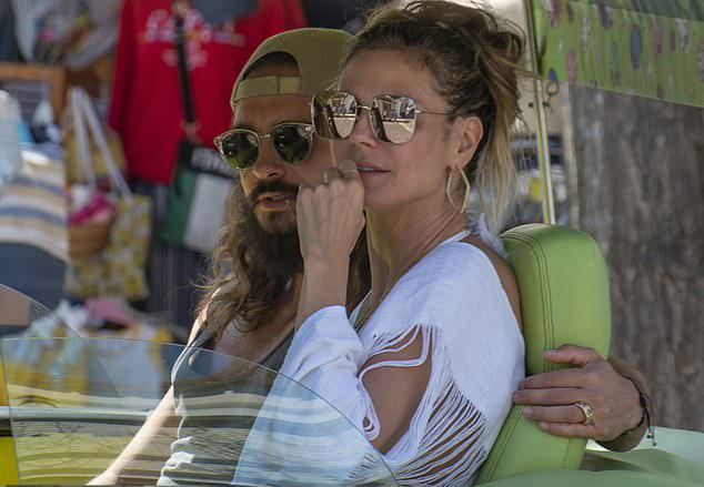 Bạn bè nhận xét, Heidi và thành viên nhóm nhạc Tokio Hotel hợp nhau như tri âm, tri kỷ. Siêu mẫu cũng từng tâm sự, cô và Tom đồng điệu vì cùng sinh ra ở Đức.