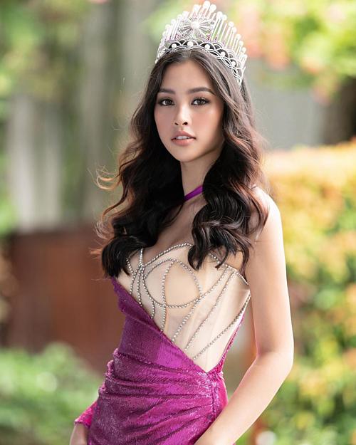 Hoa hậu Tiểu Vy tự nhủ: Cuộc sống càng không dễ dàng thì bạn sẽ càng mạnh mẽ hơn.