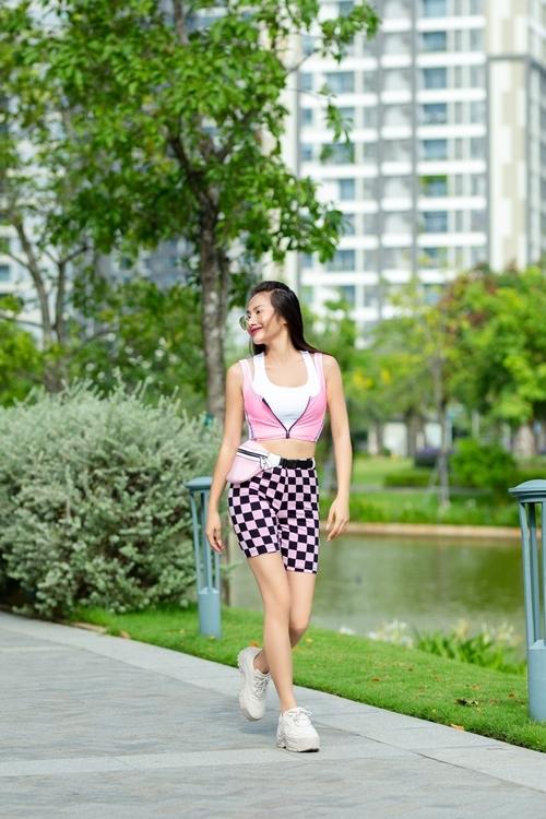 Trương Nhi được biết đến qua bộ phim Nhà có năm nàng tiênphát hành năm 2013, sau đólấn sân ca hát.