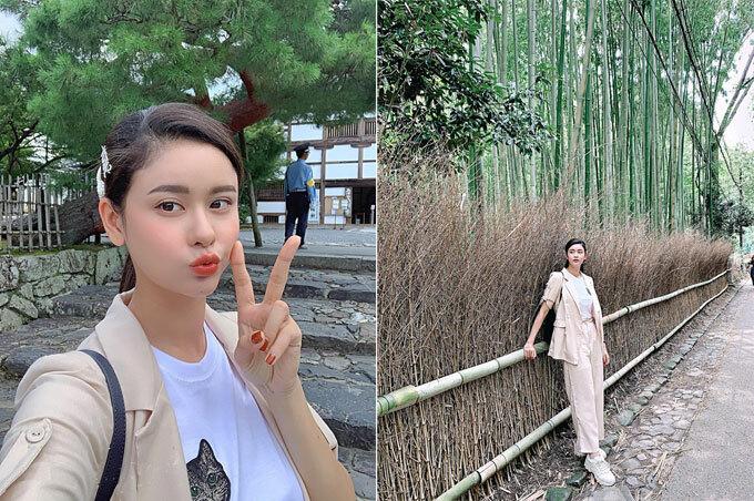 Trương Quỳnh Anh chọn Nhật Bản làm điểm đến cho mùa hè năm nay. Bà mẹ một con chia sẻ: Đến Kyoto Nhật Bản, nhớ ghé thăm rừng trúc Sagano! Con đường mòn kéo dài khoảng 400m ở khu vực gần sơn trang Okochi - từ đền Nonomiya-jinja băng qua phía bắc của chùa Tenryu-ji. Con đường mòn đi giữa rừng trúc Sagano, từng được các bạn trẻ khắp nơi trên thế giới bình chọn là con đường tình yêu lãng mạn nhất thế giới.