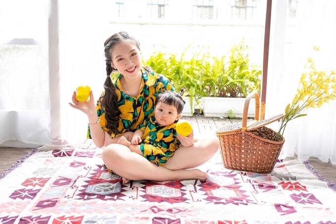 Sau đám cưới, vợ chồng Hà Anh sống riêng trong căn nhà khang trangở ngoại thành Hà Nội. Cô bắt đầu học cách quán xuyến cuộc sốngvà vun vén cho tổ ấm nhỏ của mình.