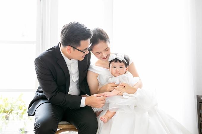 Kỷ niệm một năm ngày cưới, diễn viên Đỗ Hà Anh nhìn lại chặng đường hôn nhân, thấy mãn nguyện với những gì cô và bạn đời đạt được.