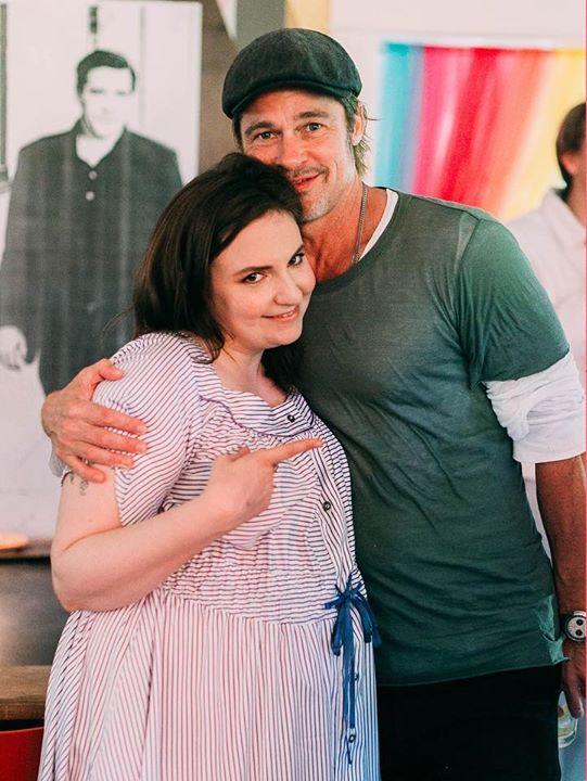 Lena Dunham từng mời Brad Pitt đến dự sinh nhật cô hồi tháng 5 và chia sẻ trên Instagram bức ảnh tình cảm. Lena vốn có rất nhiều bạn bè trong làng giải trí bởi cô là một diễn viên, nhà sản xuất phim tài năng và cởi mở. Cô là biên kịch kiêm diễn viên chính của loạt phim truyền hình ăn khách Girls.