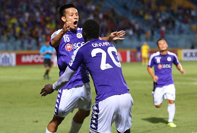 Văn Quyết và Omar đang là hai cầu thủ cóphong độ tốt nhất của CLB Hà Nội hiện tại. Ảnh: Đương Phạm.
