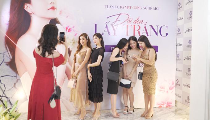 Dàn sao Việt trải nghiệm tắm trắng miễn phí - 3