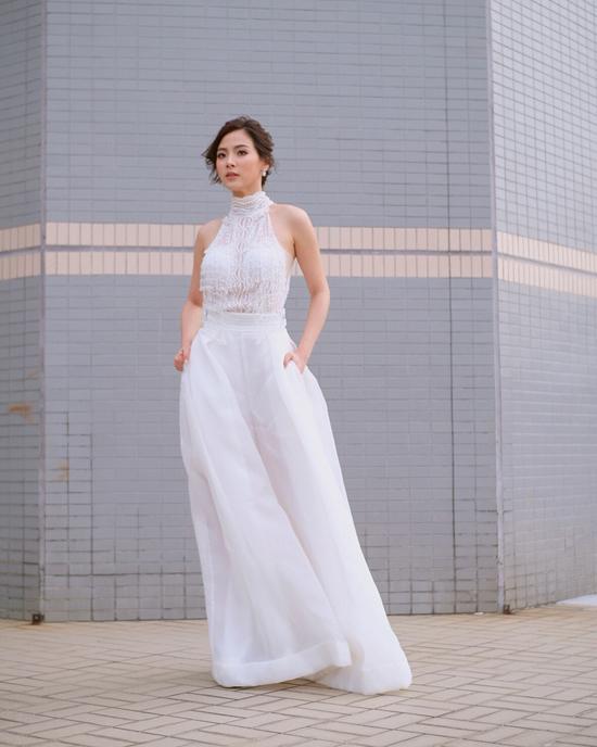 Nữ chính Chiếc lá cuốn bay mặc đa phong cách với sắc trắng - 3