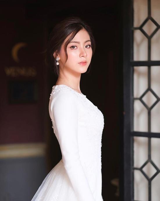 Nữ chính Chiếc lá cuốn bay mặc đa phong cách với sắc trắng - 4