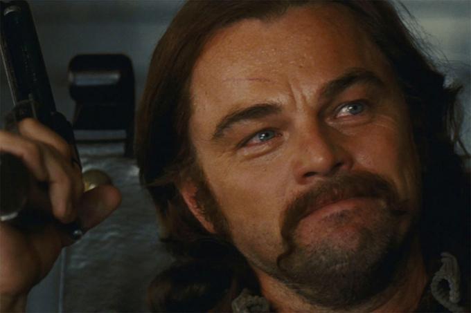 Leonardo DiCaprio để ria mép dài trong phim Chuyện ngày xưa ở... Hollywood.