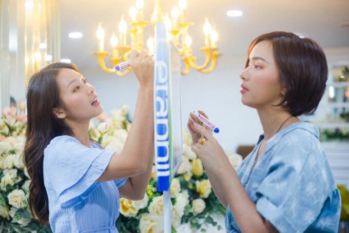Show thực tế City Girls có độ dài khoảng 4 tập, được ghi hình ở hai địa điểm chính là TP HCM và Hà Nội. Tại đây, hai cô gái xinh đẹp sẽ được khám phá những địa danh lịch sử nổi tiếng ở hai miền Nam – Bắc.
