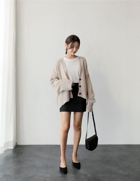 Trong mùa mưa bão, các mẫu áo len, áo nỉ sẽ phát huy thế mạnh trong việc giữ ấm cho cơ thể và