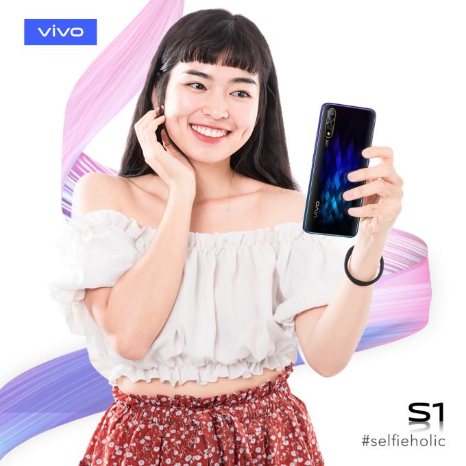 Selfie đâu để thả thính, selfie là để thêm yêu chính mình là châm ngôn của cô nàng Trà Long có 500.000 followers.