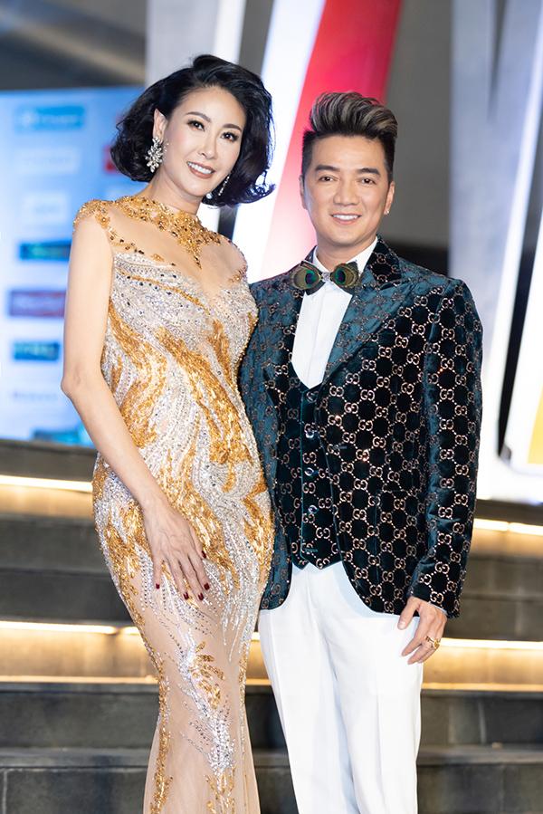 Hoa hậu Việt Nam 1992 Hà Kiều Anh hội ngộ Mr. Đàm. Cả hai cùng ngồi ghế giám khảo của cuộc thi năm nay.