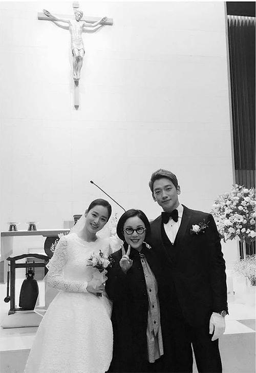 Nhiều người cho rằng đây mới là hôn lễ thế kỷ củ showbiz Hàn vì độ đẹp đôi củ 2 nhân vật chính vàtình cảm củ cả hi dành cho nhu su khi kết hôn.