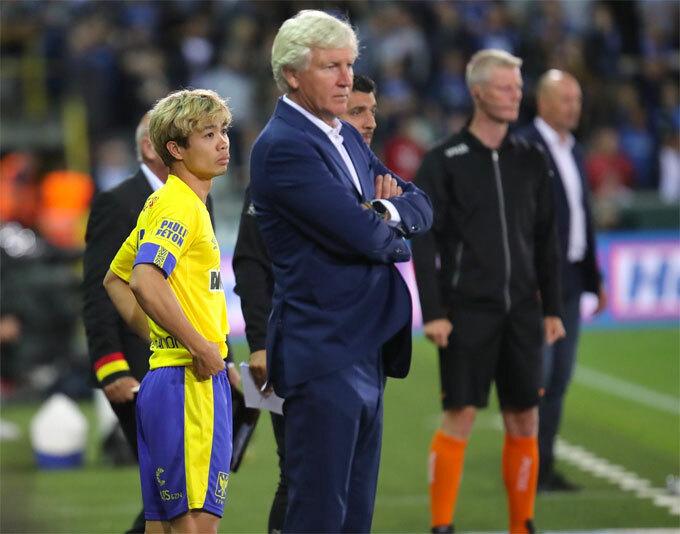 Công Phượng lần đầu ra sân thi đấu ở giải quốc gia Bỉ.
