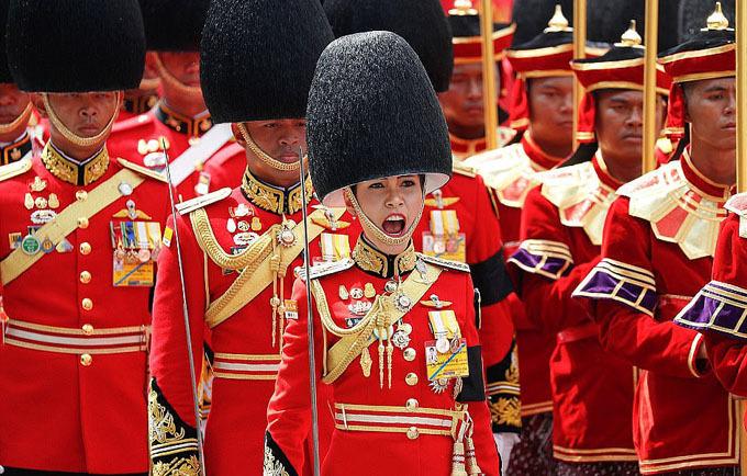 Bà Sineenat từng làm chỉ huy cấp cao lực lượng cận vệ hoàng gia. Ảnh: Reuters.