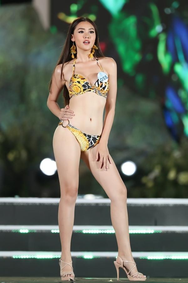 Á hậu 2 Nguyễn Tường San ghi điểm bởi lối trình diễn cuốn hút trên sân khấu.