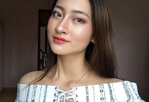 Xu hướng trang điểm nền căng bóng glass skin của Hàn Quốc được Thuỳ Linh áp dụng triệt để.