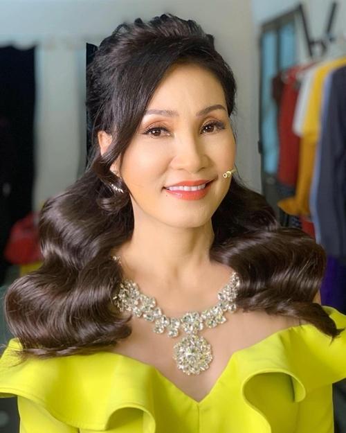 Nữ diễn viên duy trì lịch làm việc dầy đặc, tiếp tục các dự án phim ảnh và phủ sóng trên một số chương trình truyền hình.