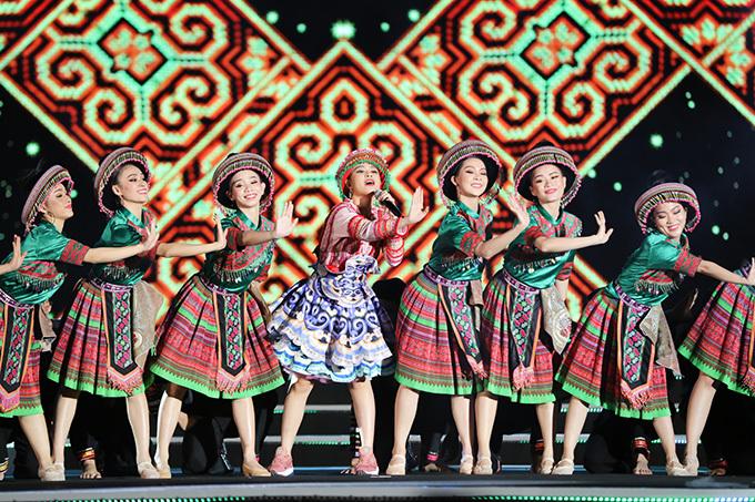Ca khúc khiến khán giả của chung kết Hoa hậu Thế giới Việt Nam 2019 hứng khởi bởi giai điệu và những màn vũ đạo sôi động.