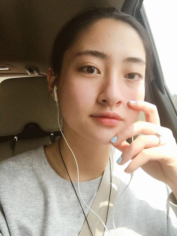 Thùy Linh có sở thích học ngoại ngữ qua âm nhạc và phim ảnh. Hiện cô giao tiếp tiếng Anh lưu loát và có thể nói một chút tiếng Đức.