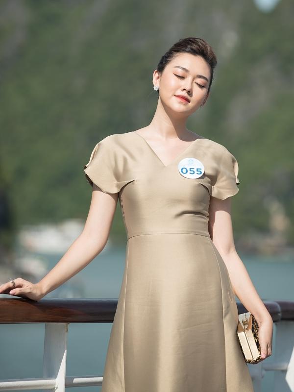 Gu thời trang thanh lịch khi đi chơi du thuyền ở Hạ Long của Tường San.