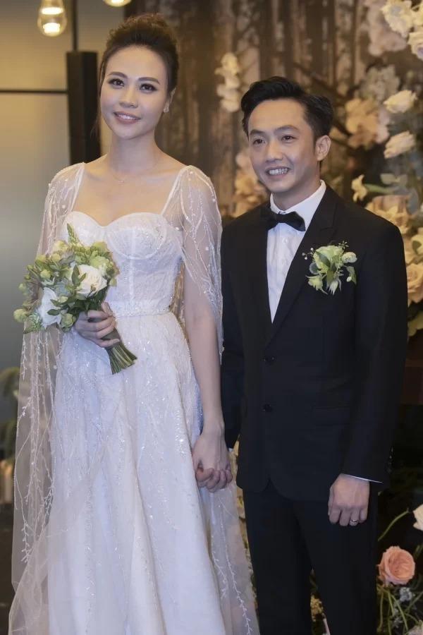 Cường Đôla - Đàm Thu Trang trong đám cưới tối 28/7.