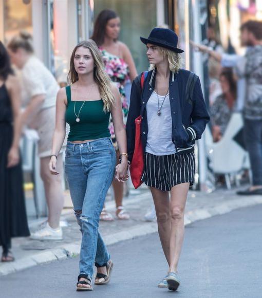 Cặp đôi đi du lịch ở Saint-Tropez vào tháng 6.